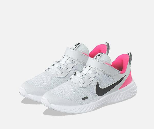 Günstige Sportschuhe für Mädchen - Hallensportschuhe mit non marking Sohle, Laufschuhe, sportliche Sneaker uvm.