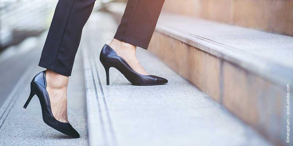 Elegant und seriös auftreten als Frau: Die passenden Schuhe zum Business-Outfit
