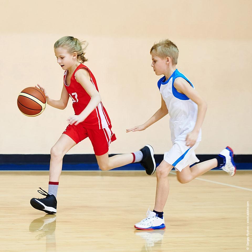 Kinder im Schulsport